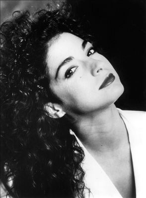 Gloria Estefan photo