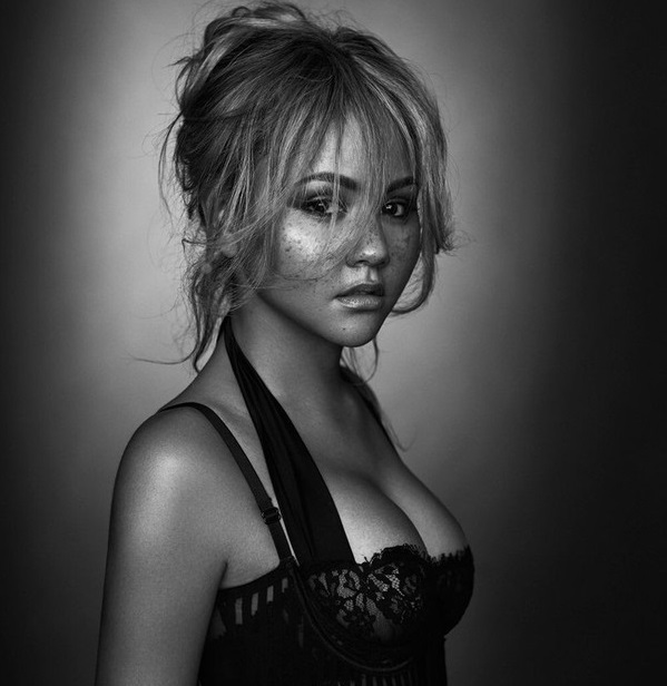 Kat Deluna photo