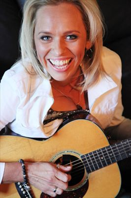 Beccy Cole photo