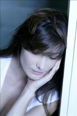 Carla bruni le ciel dans une chambre lyrics for Carla bruni le ciel dans une chambre